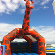 chateau girafe jeu gonflable